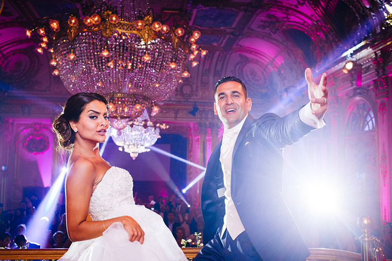 Bride and groom dancing with attitude! Bröllopsfotograf Stockholm Grand Hotel