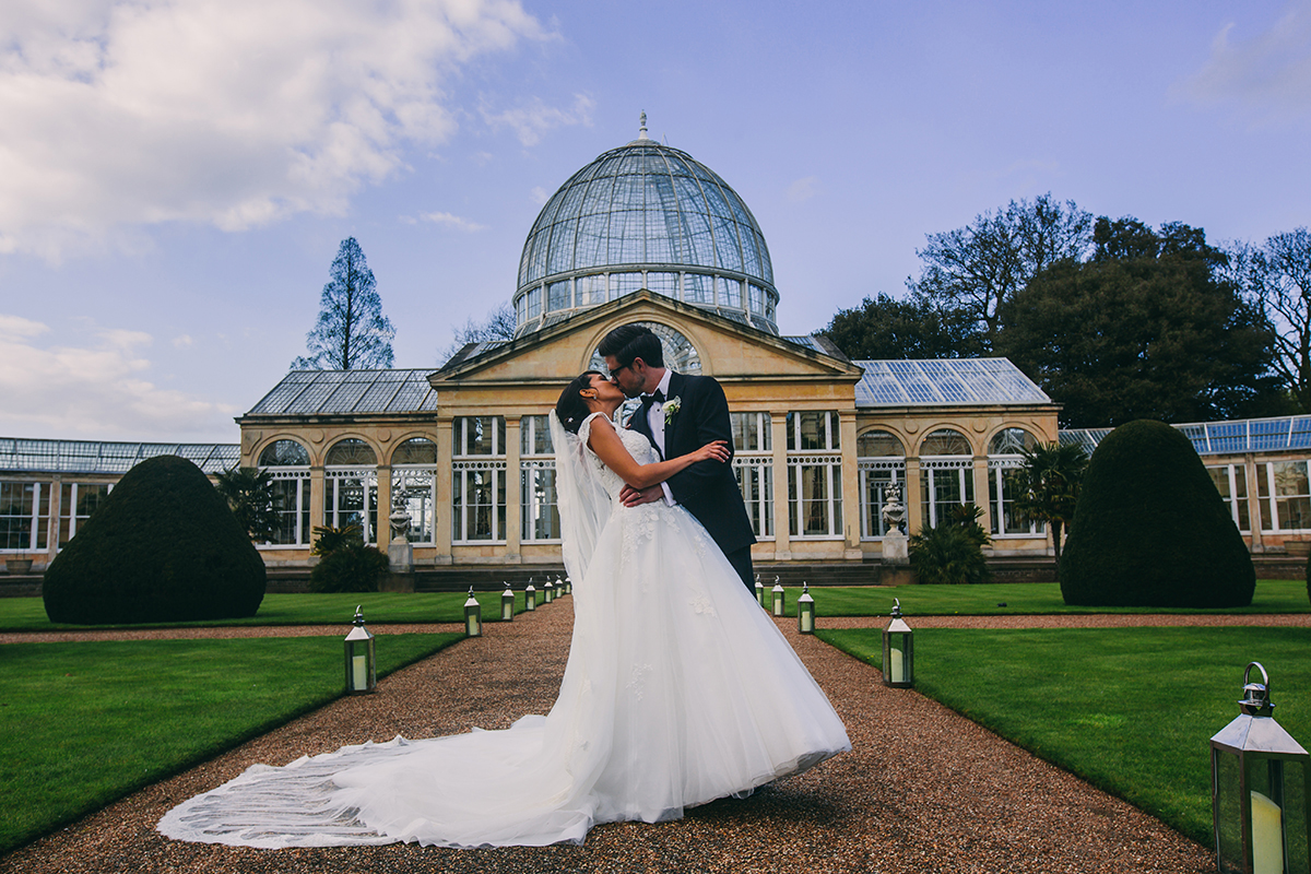 screen kiss in front of Syon Park dome